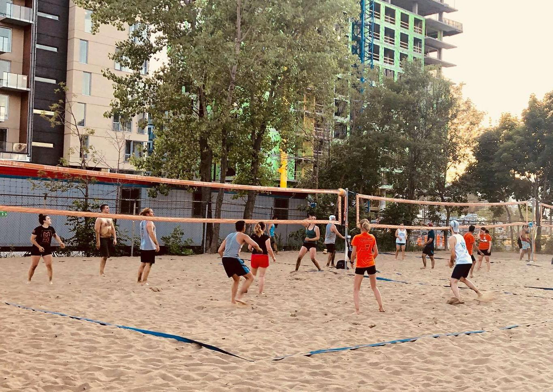 Beach_Volleyball_Action_2-min